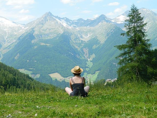 dívka na horách